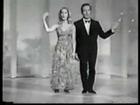 Elizabeth Montgomery & Vic Damone cantando Bewitched