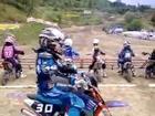 Gamin Excité en Motocross